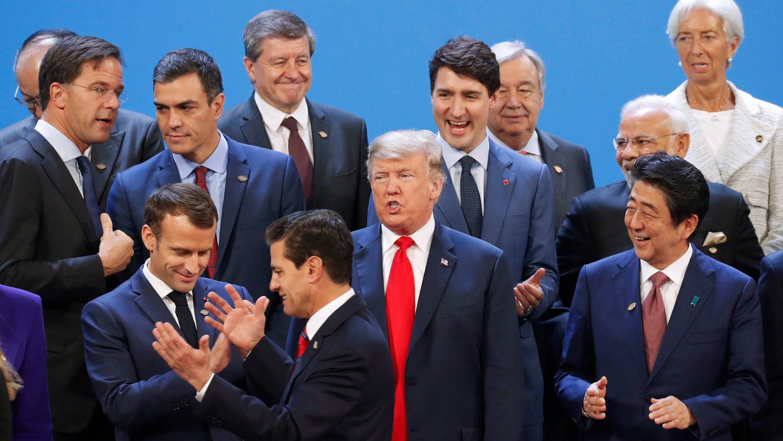 У центрі - президент Франції Емманюель Макрон, президент Мексики Енріке Пенья Ньєто, президент США Дональд Трамп, прем'єр-міністр Канади Джастін Трюдо, прем'єр-міністр Японії Шінцо Абе  Pablo Martinez Monsivais / AP