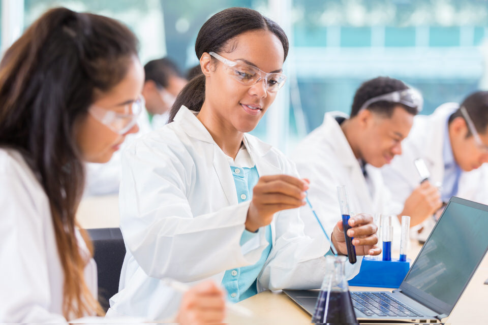 Chemists-work-on-project-in-lab-610976810_2125x1416-1.jpeg