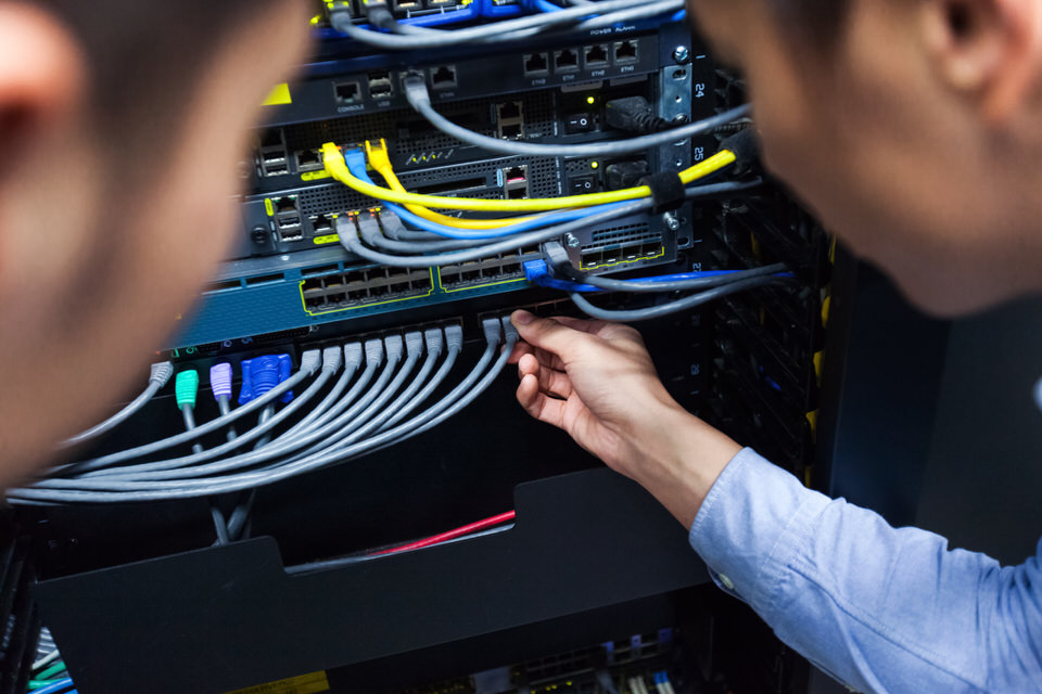 Young-IT-engineer-inspecting-network-cable-682251868_2125x1416.jpeg