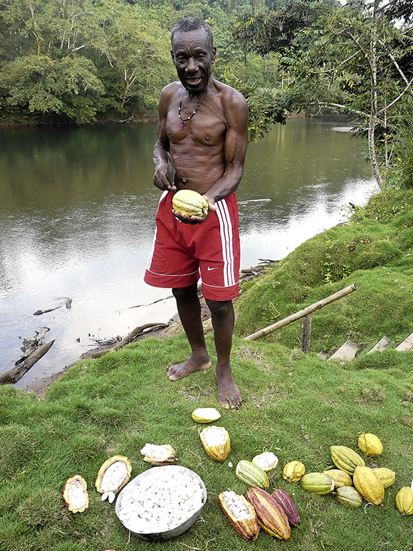 Cayapas Ecuador gente comunidad cacao.jpg