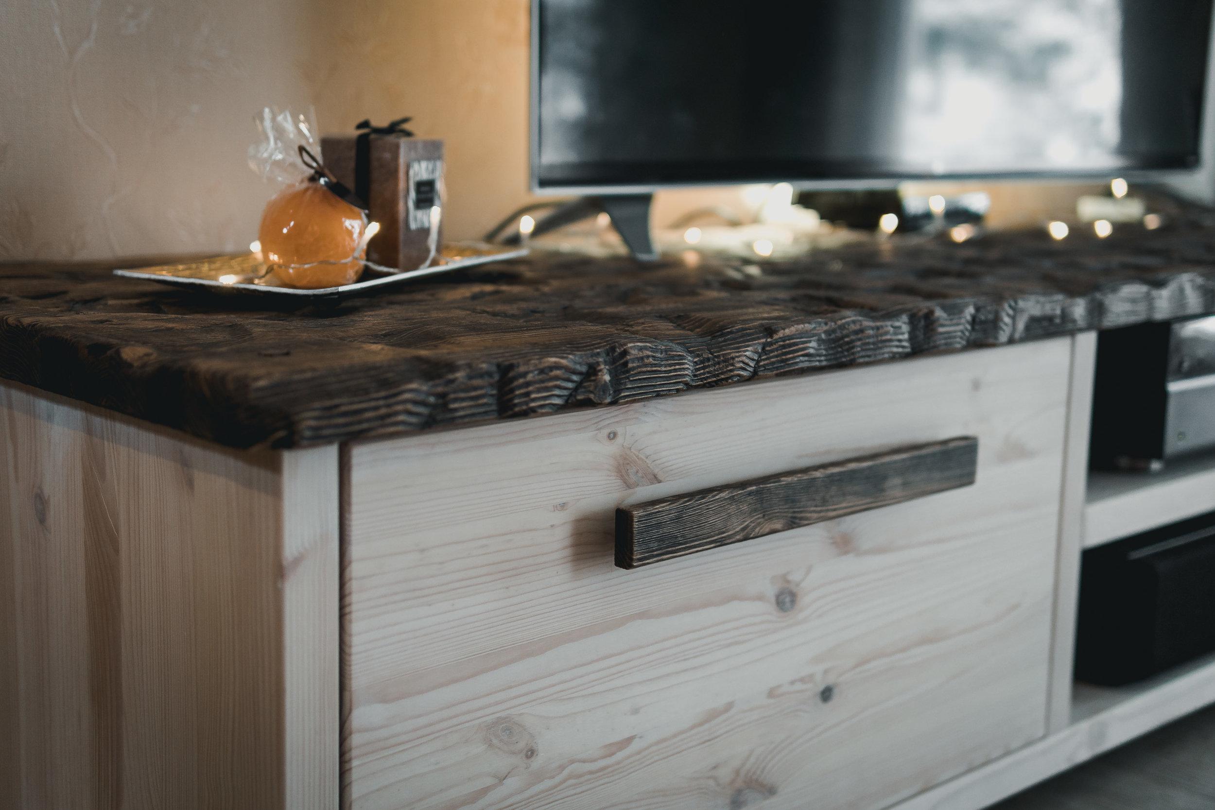 RWood-kapp-handmade-wood-furniture-vanutatud-vana-puit-4.jpg