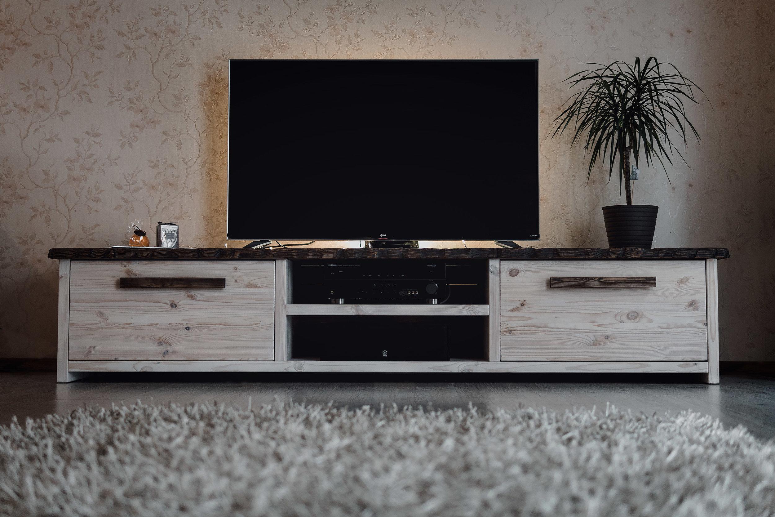 RWood-kapp-handmade-wood-furniture-vanutatud-vana-puit.jpg