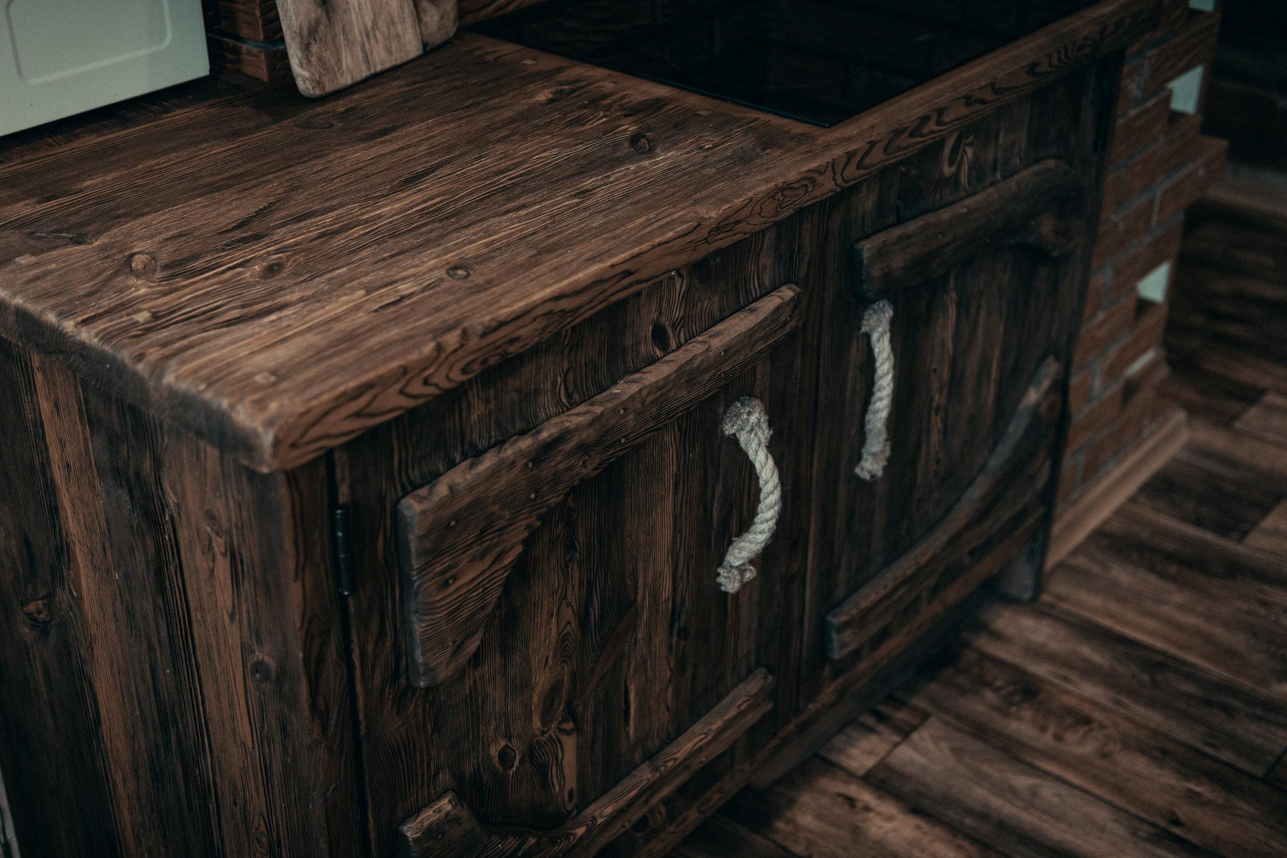 RWood-kapp-köögimööbel-handmade-wood-furniture-vanutatud-vana-puit.jpg