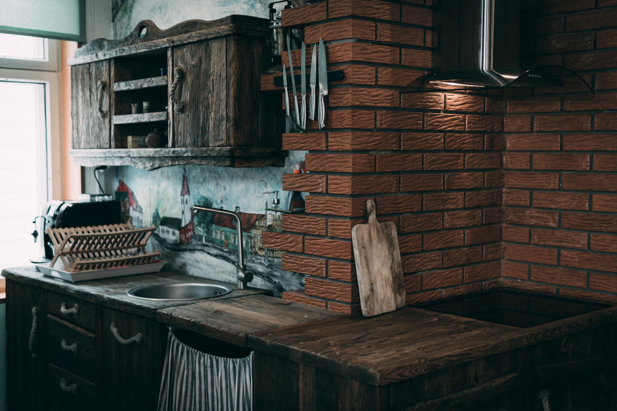 RWood-köögimööbel-kapp-handmade-wood-kitchen-furniture-vanutatud-vana-puit.jpg