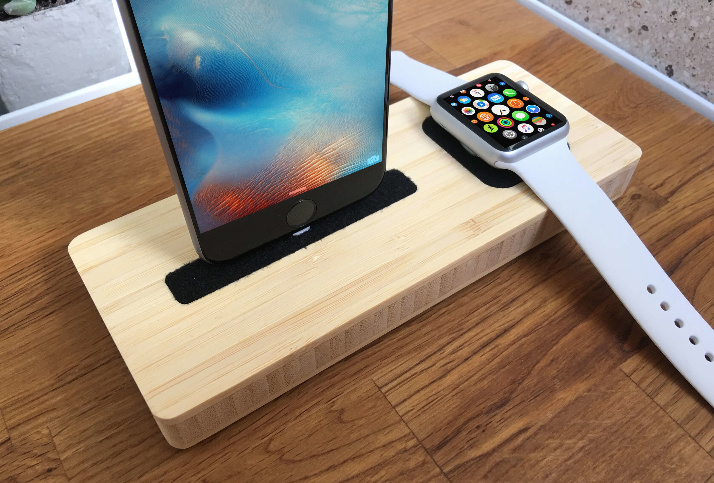 For iPhone + Watch - Device Station