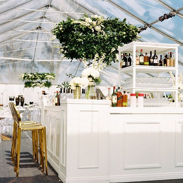 It's Friday, ya'll! Pull up a seat at this stunning ocean-view bar and let's have a good time tonight! 🍸🕺😍 #santabarbarawedding #santabarbaraweddingplanner #dospueblosranchwedding #weddingbar #floralchandelier #whitewedding  Planning/Design @donnaromani  Photography @michaelandannacosta  Venue @ranchodospueblos  Florals @emmarosefloral  Rentals @brighteventrentals and @tacer_losangeles  Catering @omnicateringsb Production @bellavistadesigns