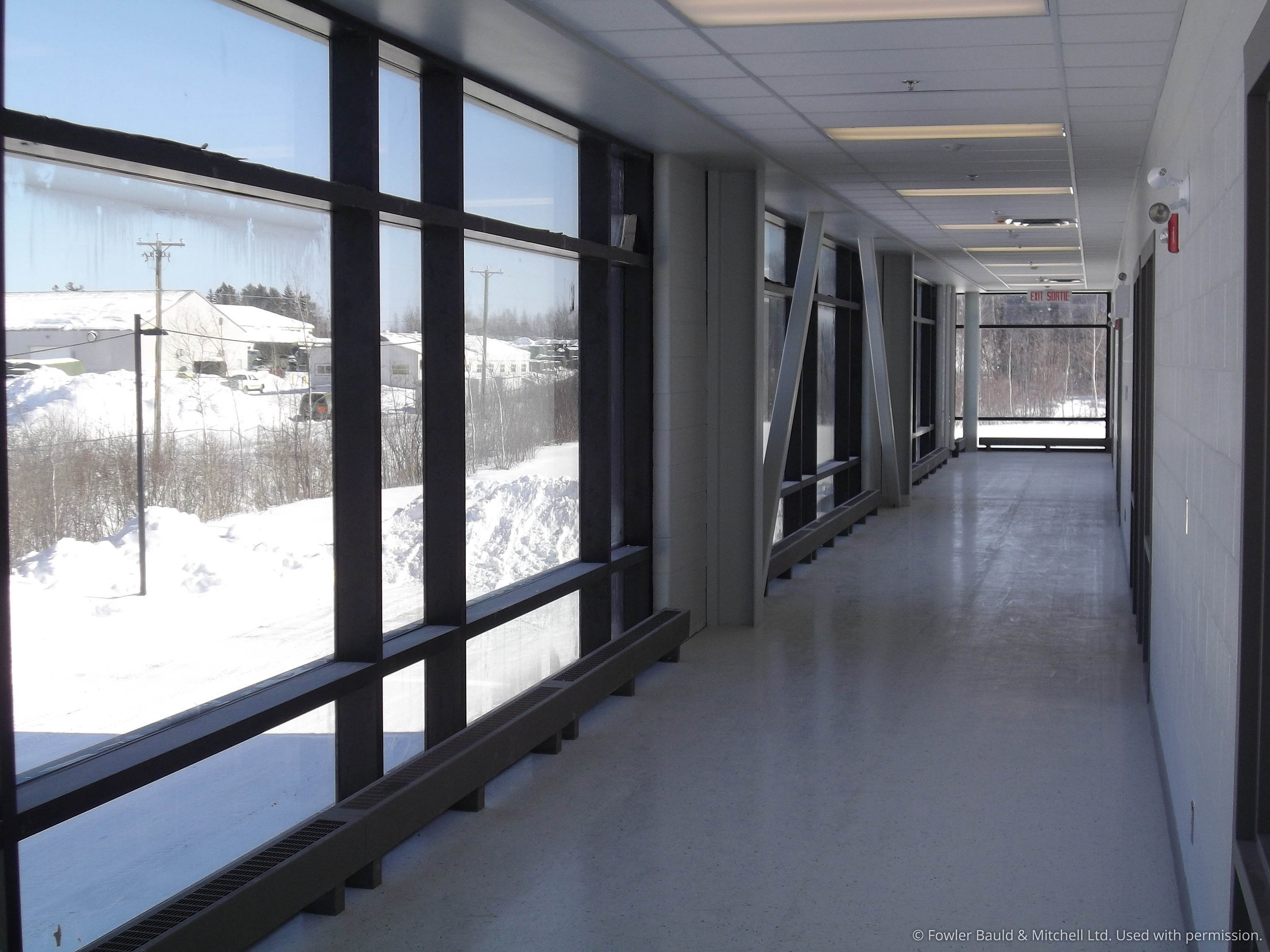 Generous daylight is provided to the corridors serving the classrooms.