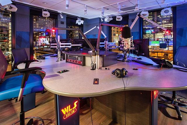 Looking back at the sound-isolated, specialty door and glass work we did with @ecibuild_235 for the @cumulusmedia radio broadcasting stations in Chicago. . . . As the largest pure-play radio company in the U.S., their new space includes twenty-three studios and a large performance area to support the four stations. The challenge was external sound! So we provided all of the Sound Transmission Control (STC) door openings and installed an extra pane of glass in each studio window to alleviate the outside city noise. . . . #alliancedoor #alliancehardware #tbt #AlignedWithYou