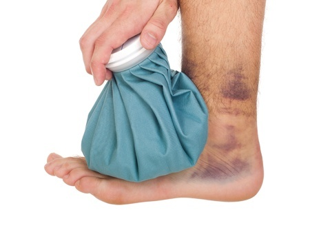9650036_S_sprained_ankle_male_ice_pack_foot_bruise.jpg