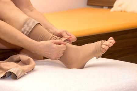 25905009_S_compression_stockings_woman_leg_circulation.jpg