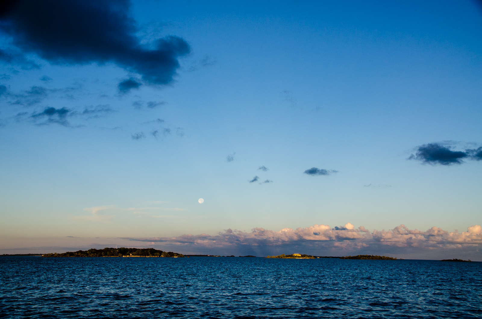 Good morning! Supermoon rise over Parrot Cays.