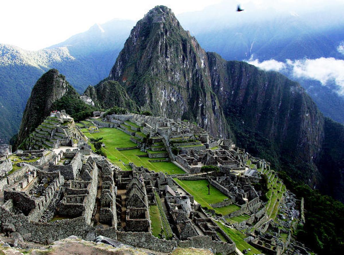 Pyramid Macchu Picchu.jpg