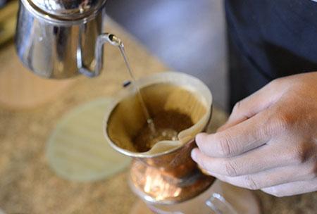 Pouring_SansCircle.jpg
