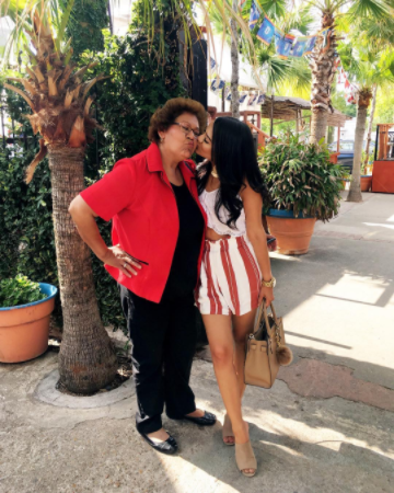 Vanessa y su mamá!📷 : @missy_nessa95