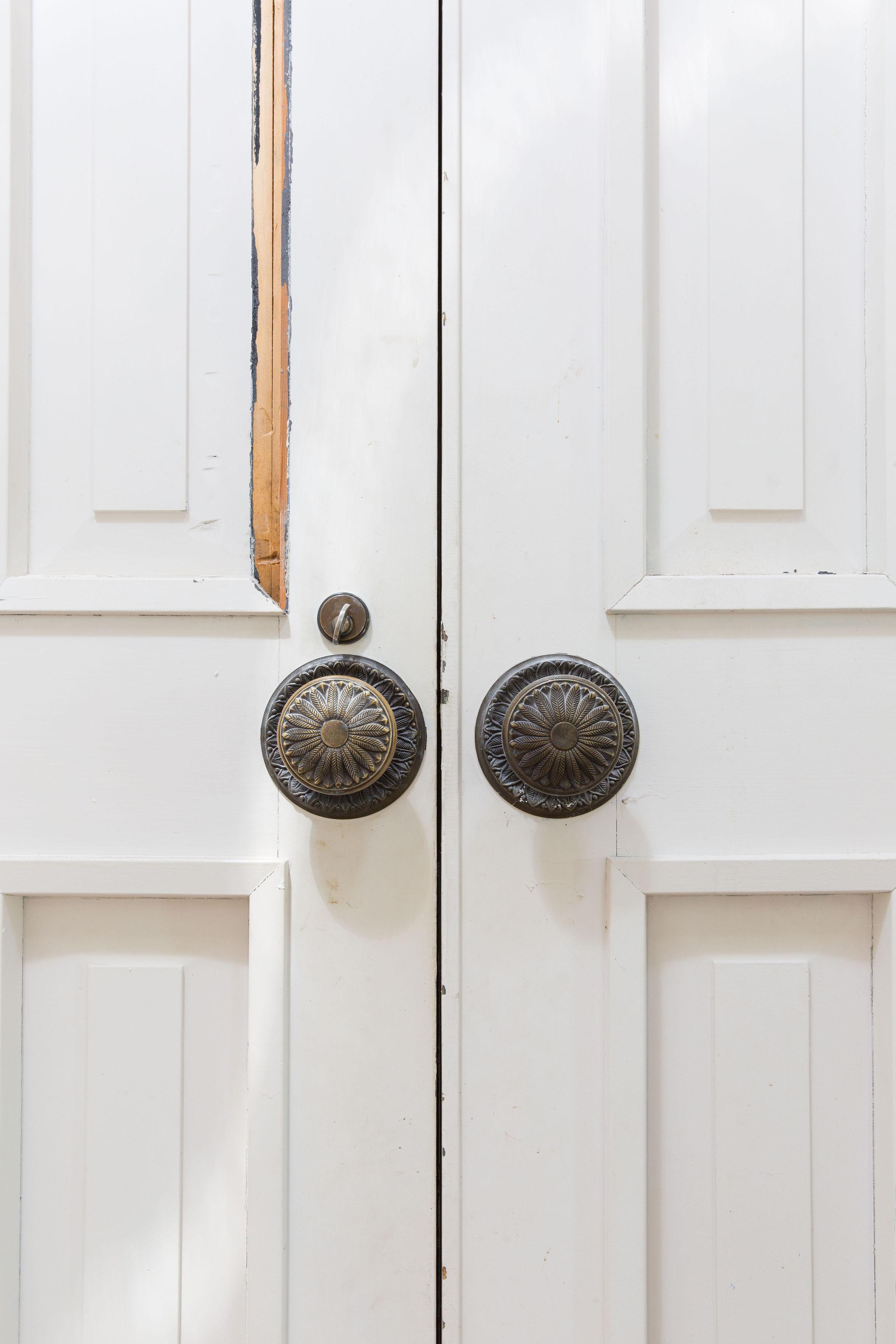 FRONT DOOR DETAIL - INTERIOR VIEW