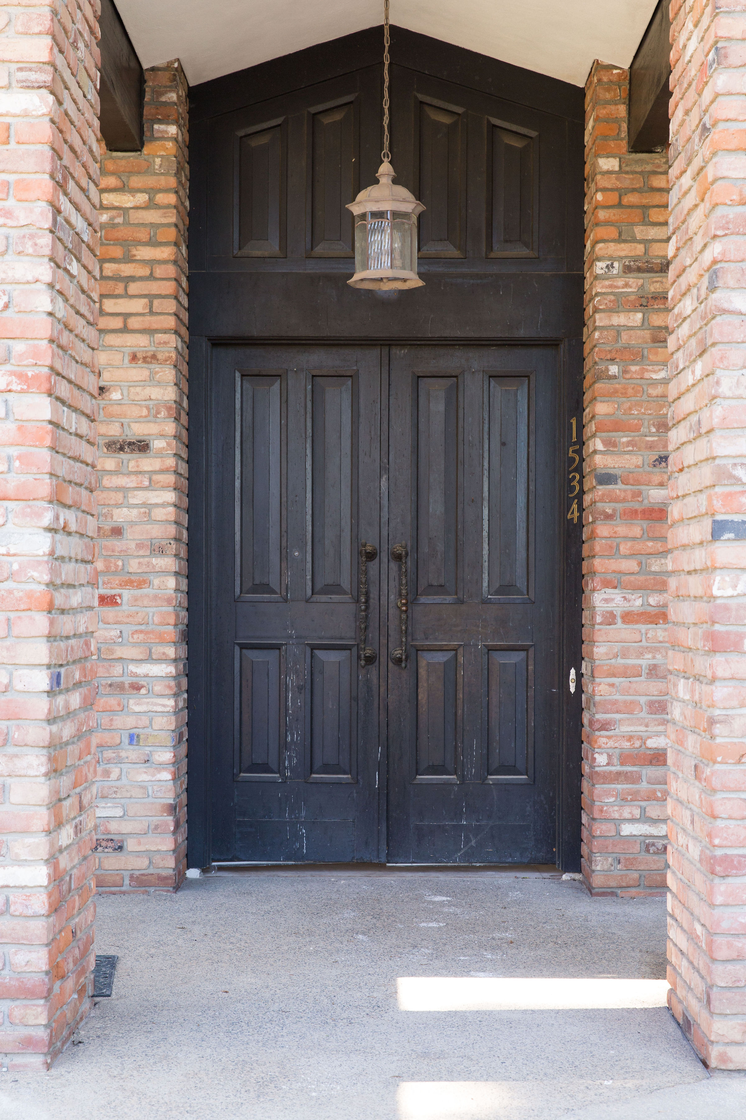 1960'S ORIGINAL FRONT DOOR & BRICK COLUMNS