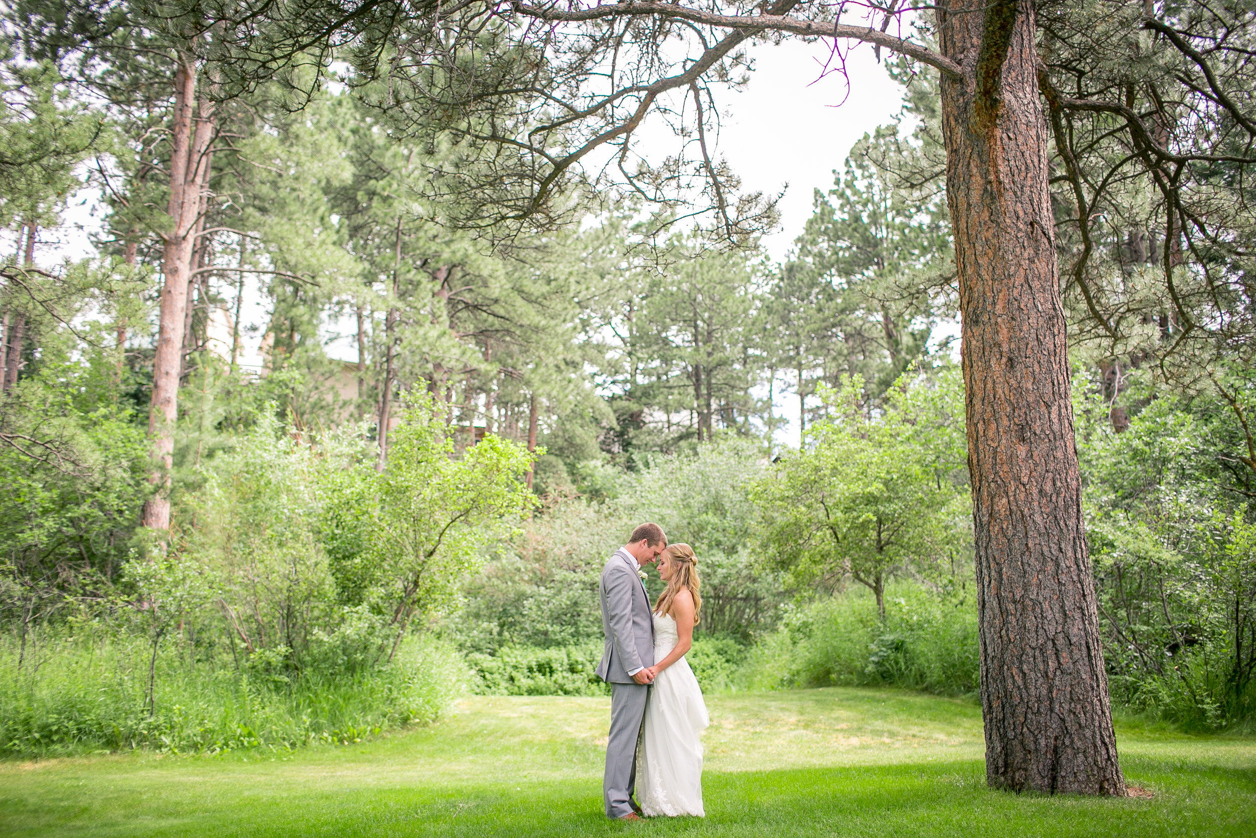 -colorado-wedding-photographer-denver-springs-vail-the-historic-pinecrest-