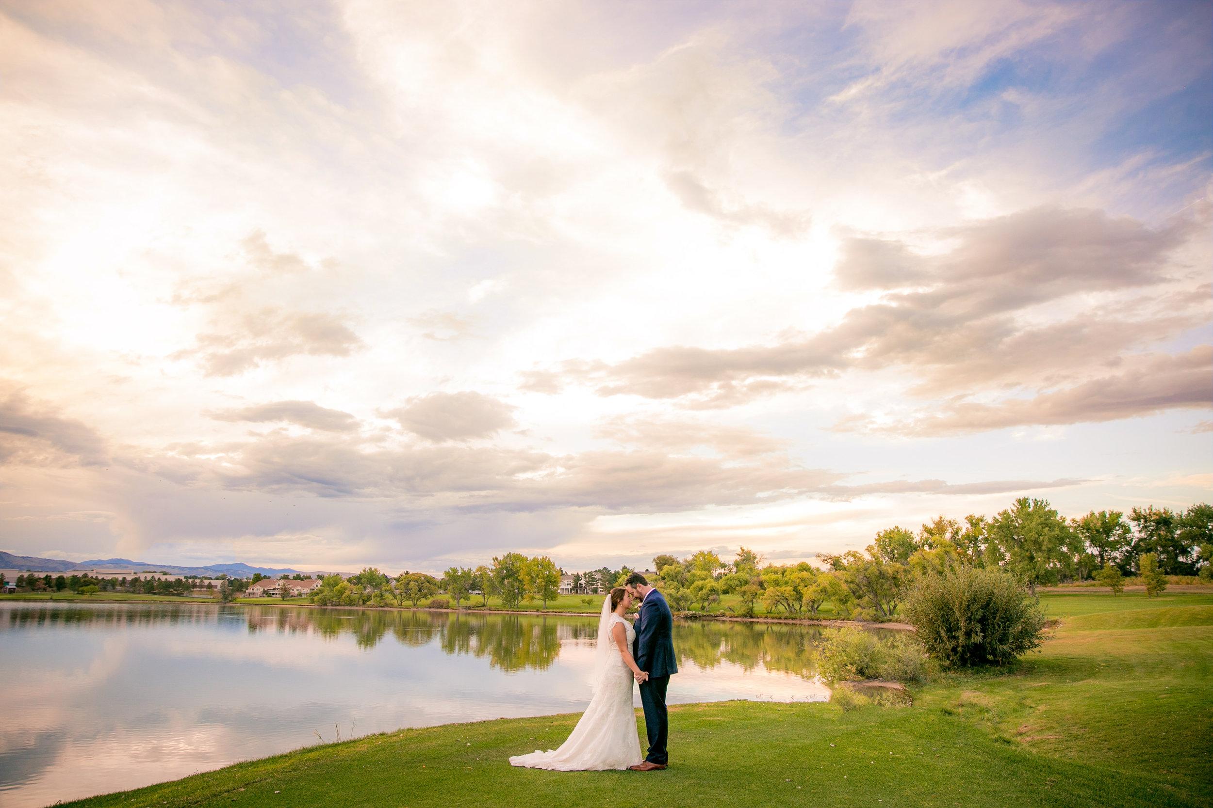 -colorado-wedding-photographer-denver-springs-vail-barn-at-raccoon-creek-