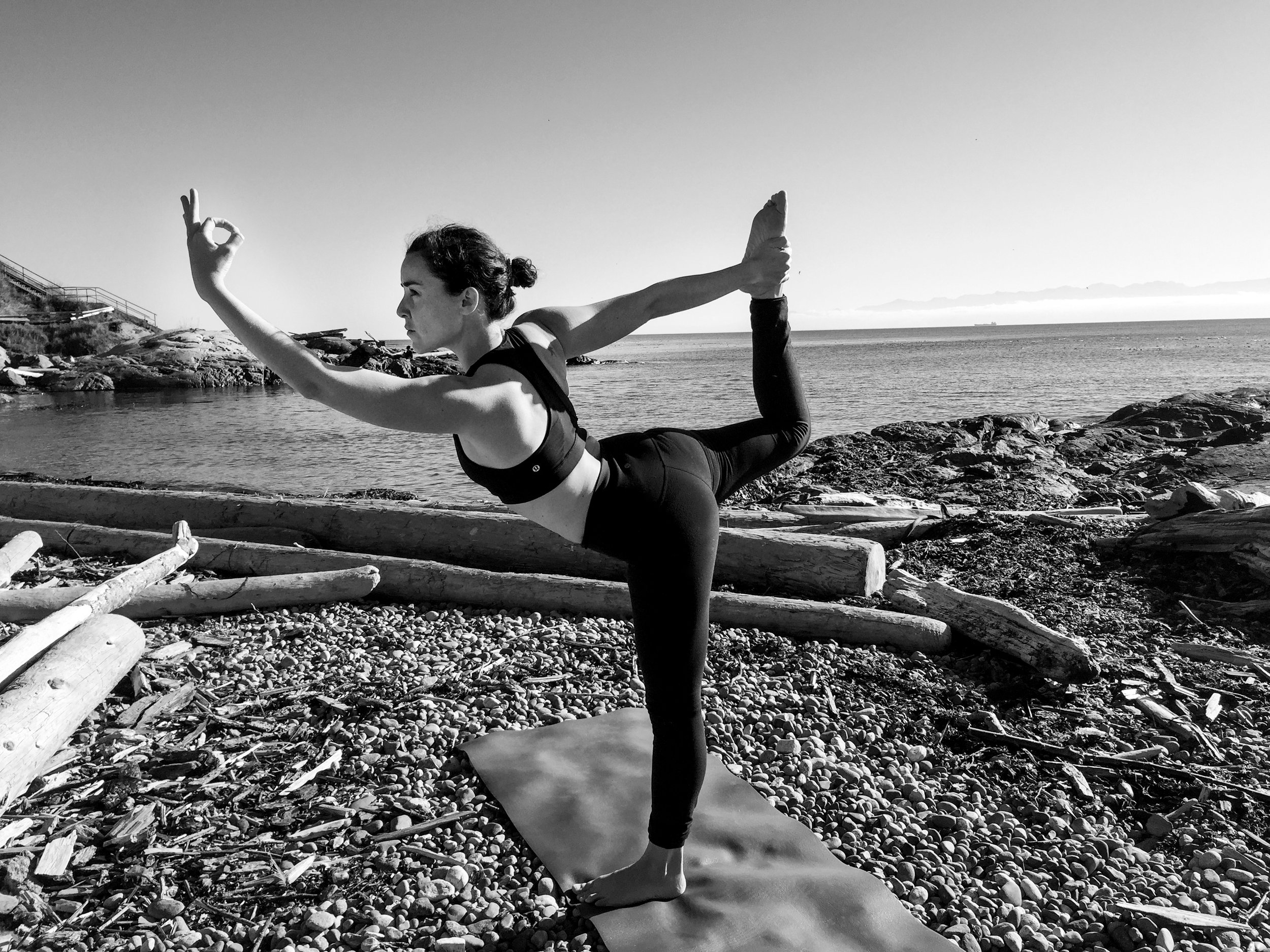 Camila Manns fundadora de Artsymove , concepto de sanación a través de la creatividad, el Yoga, las artes y la meditación.-