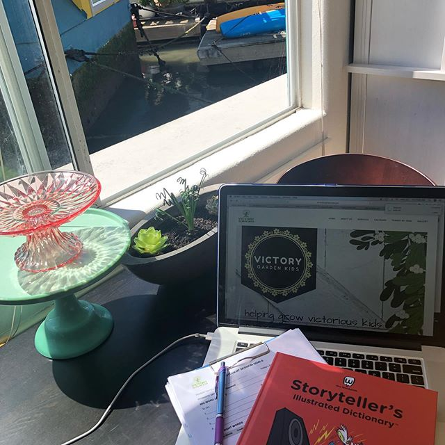 Look at those little Fizzle Sizzle and Greenovia succulents watching me prep for students today! Thanks @anxiousgarden for my healthy new babies! 🌵🌺 Digging into my Mrs. Wordsmith's Storyteller's Illustrated Dictionary for a student's writing lesson today! Mrs. W. is super awesome and my students get excited anytime I bring out this resource to add to their storytelling because she offers luminous pg 220!) and exclusive (pg 213!) word usage that grow a story beautifully!✍️👏 And that generous Mrs. W. has offered 10% off for all of you that want a resource from her collection for your kids. DM me for the code! 📝