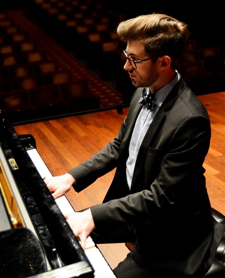 Matthew Umphreys, piano -