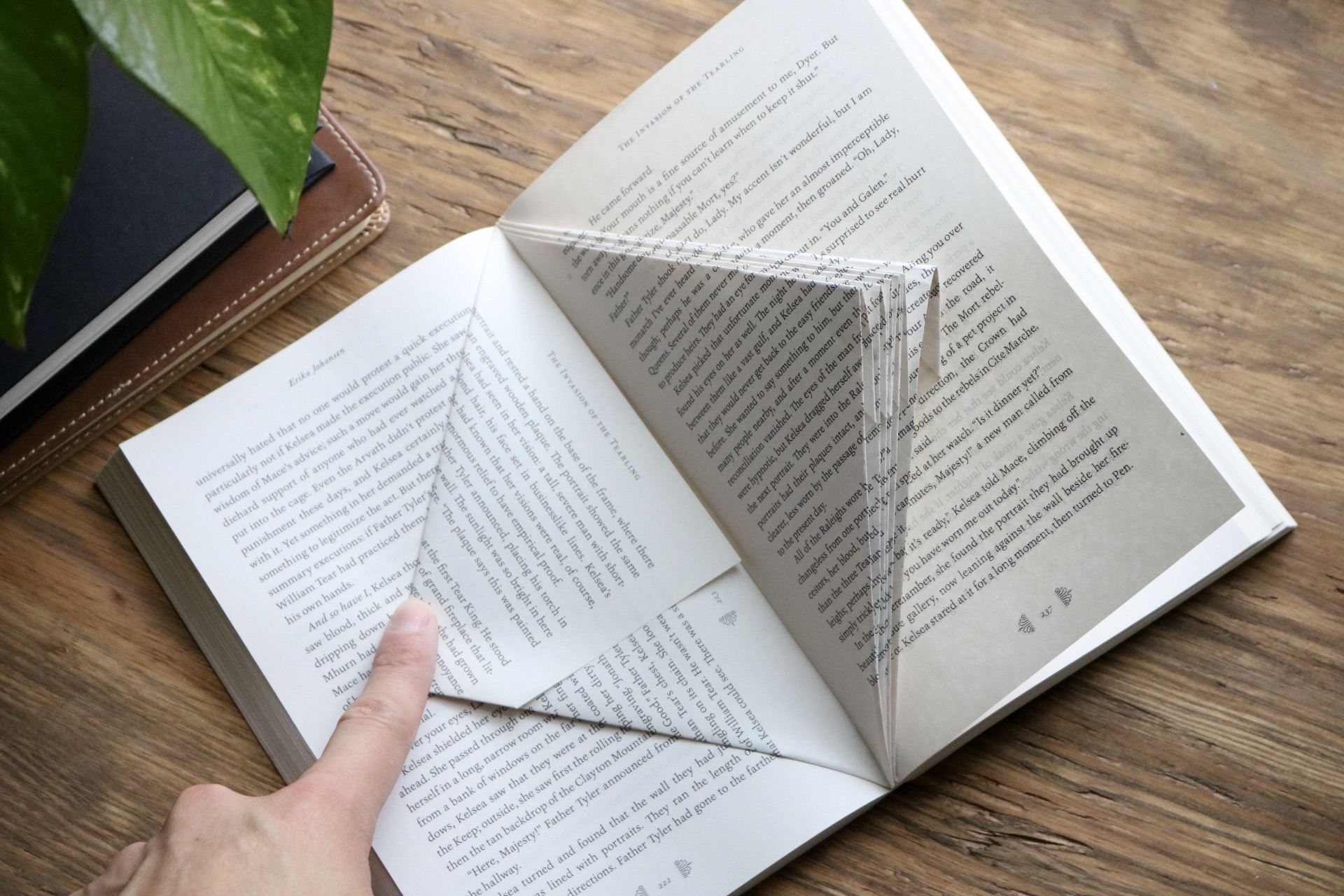 DIY Upcycled Folded Book Sculptures - Take old books or damaged books and turn them into a work or art by creating folded book art paper sculptures!  #falldiy #paper #bookworm #homedecor #falldecor #backtoschool #origami #papersculpture