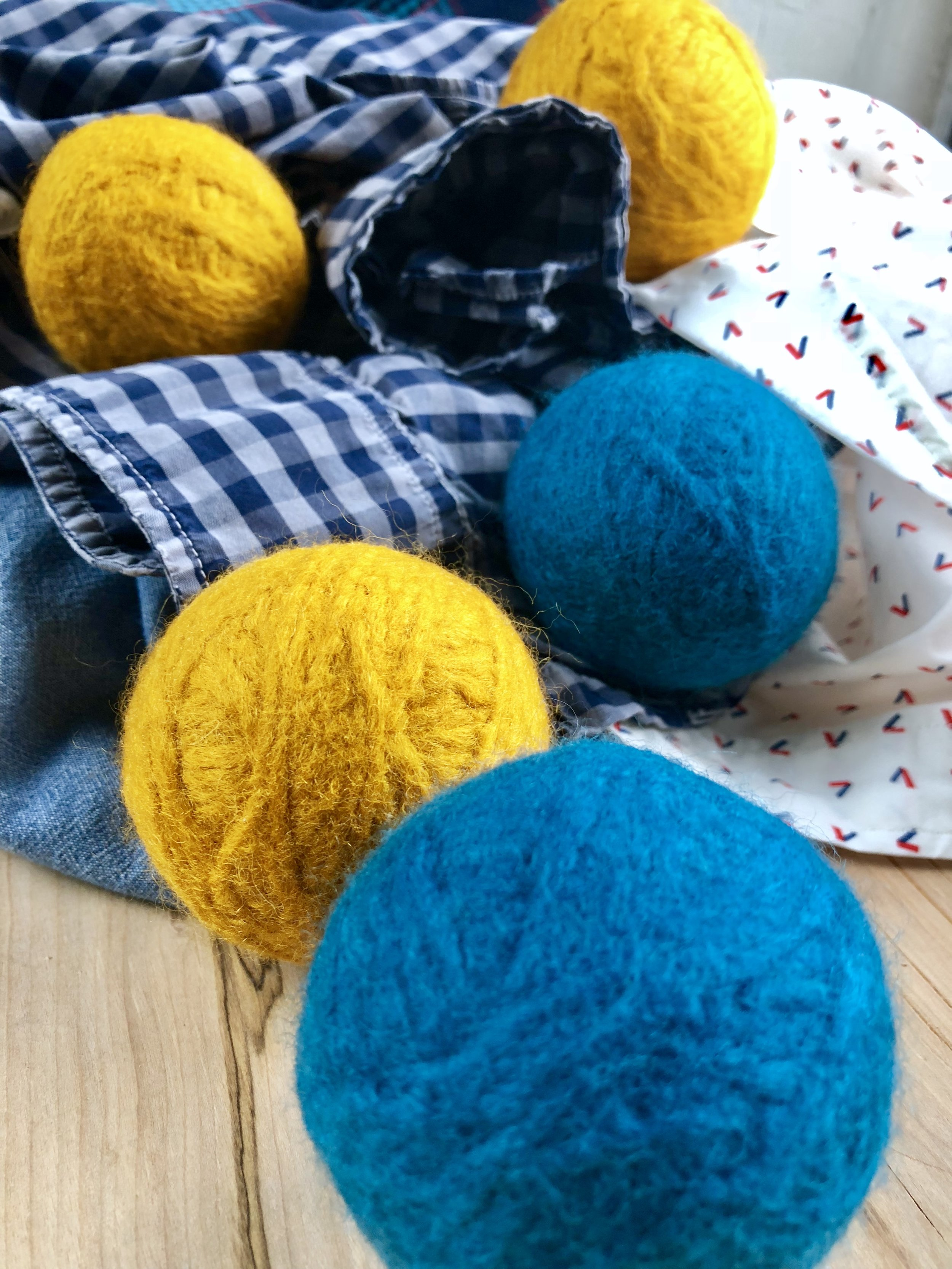 DIY Laundry Dryer Wool Yarn Balls and more Spring Cleaning hacks and tips! #yarnie #yarnaddiction #handmadecrafts #handmadehome #yarn #handmade #washables #wash #cleaning #laundromat #dryer #linen #scrubbing #washing #detergent #household