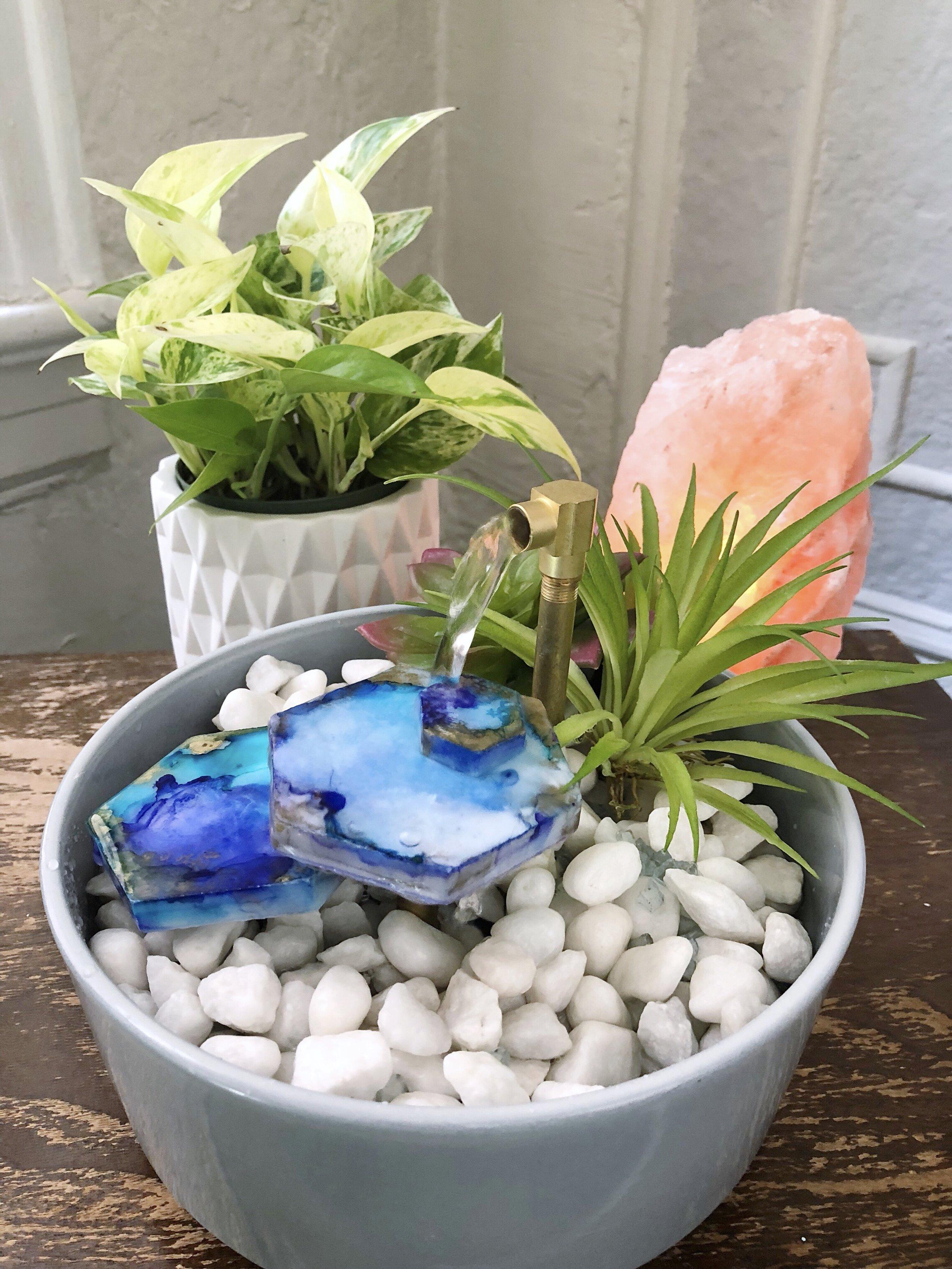 DIY Relaxing Tabletop Fountain - Create your own zen garden with a few inexpensive materials. #tabletopfountain #fountain #waterfall #relaxing #relaxingdiy #homedecor #stressrelief #alcoholink #geode #tilediy #tiles #waterpump #summer #spring #craftylumberjacks