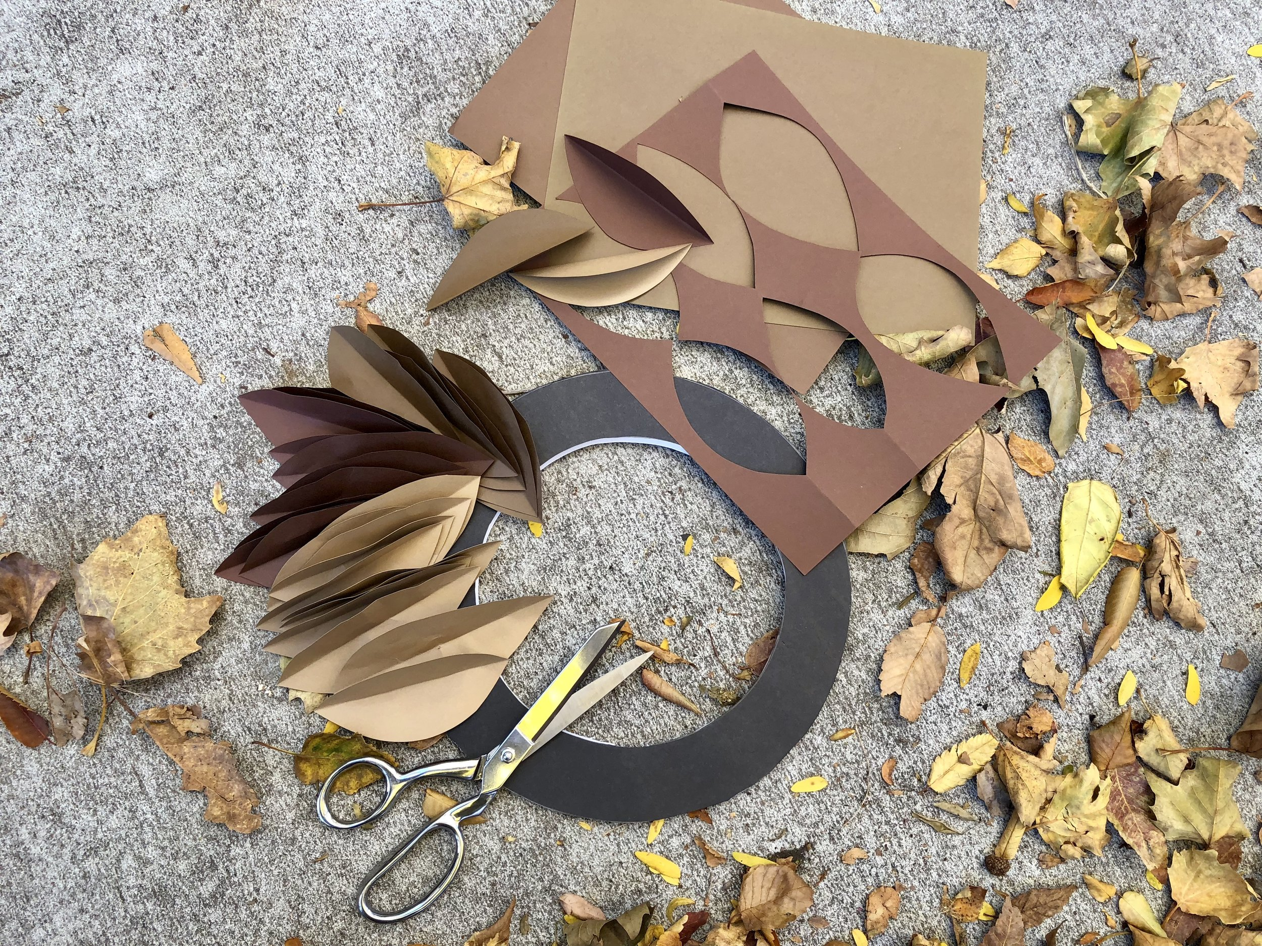Easy DIY Paper Magnolia Wreath using cardstock and foam board  #paper #papercrafts #papercraftdiys #rachaelray #fallwreath #fall #falldiy #autumn #autumndiy #magnoliawreath #paperwreath #falldecor #falldecorations #leaves #diyleaves #paperleaves #wreathring #wreath #autumnwreath #dollarstore #dollarstorecrafts #easycrafts
