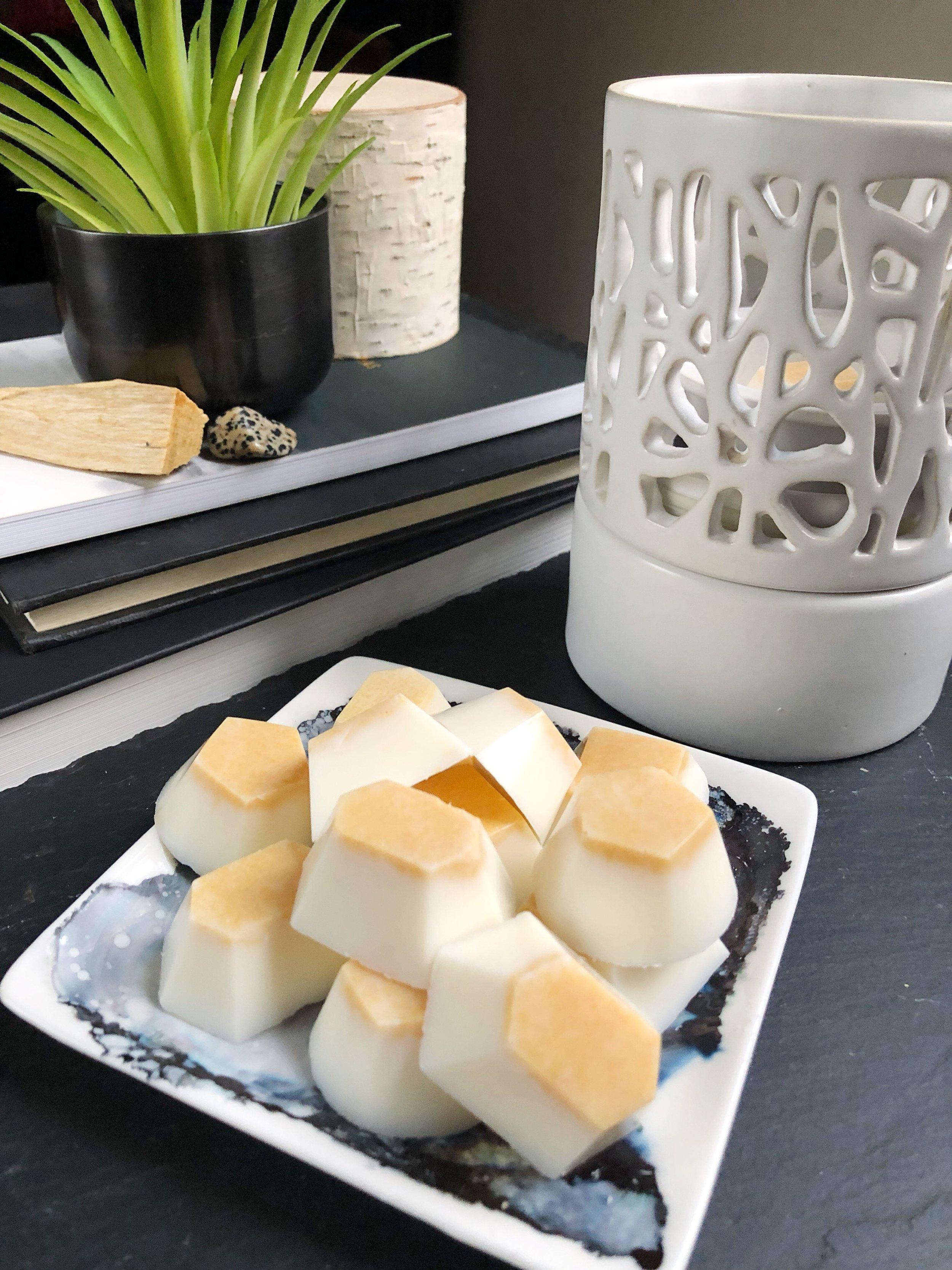 DIY Palo Santo Wax Melts #palosanto #soy #waxmelts #crystals #essentialoils #waxwarmer #candlemaking #candleDIY