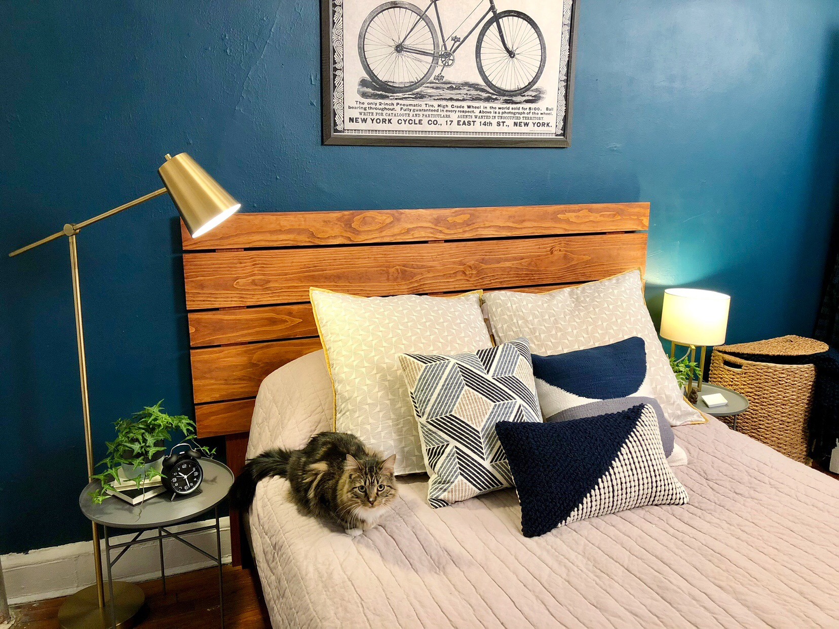 DIY Horizontal Wood Slat Headboard #wood #pinewood #bedroomdecor #headboard #woodslats #stain #woodstain #lumber #bed #burrowpillows #catdads #catsofinstagram #smallapartment #apartmentliving #nyc #astoriaqueens #queens