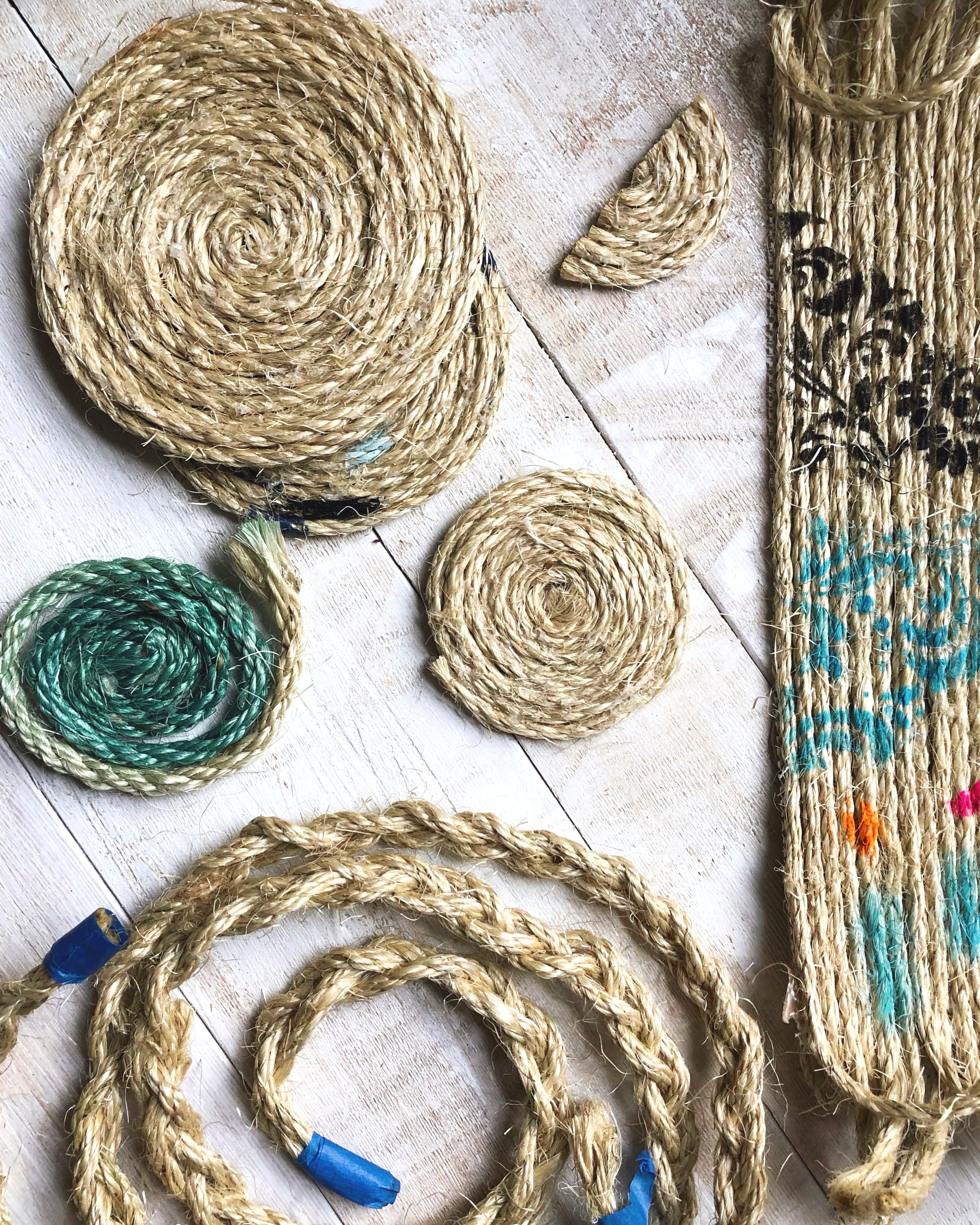 How to Make Your Own Large Boho Jute Rope Rug + How to Stencil on a Rug #homedecor #juterope #rugdiy #stencil #boho #easydiy #bohostyle