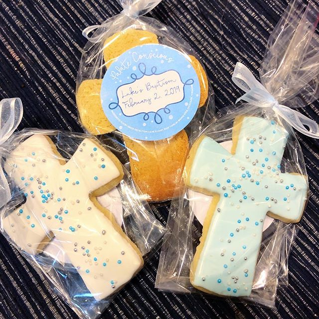 Do you have a special event coming up? Our chocolate dipped cookies are the perfect customizable favor. Everything from the shape of the cookie, the type of chocolate (dark, milk, white, or colored white) and the variety of sprinkles can be customized to fit the theme of any event! 👶 🍼 These cuties where made for a baby boy's baptism this past weekend! They are cute, delicious, and make the perfect party favor!