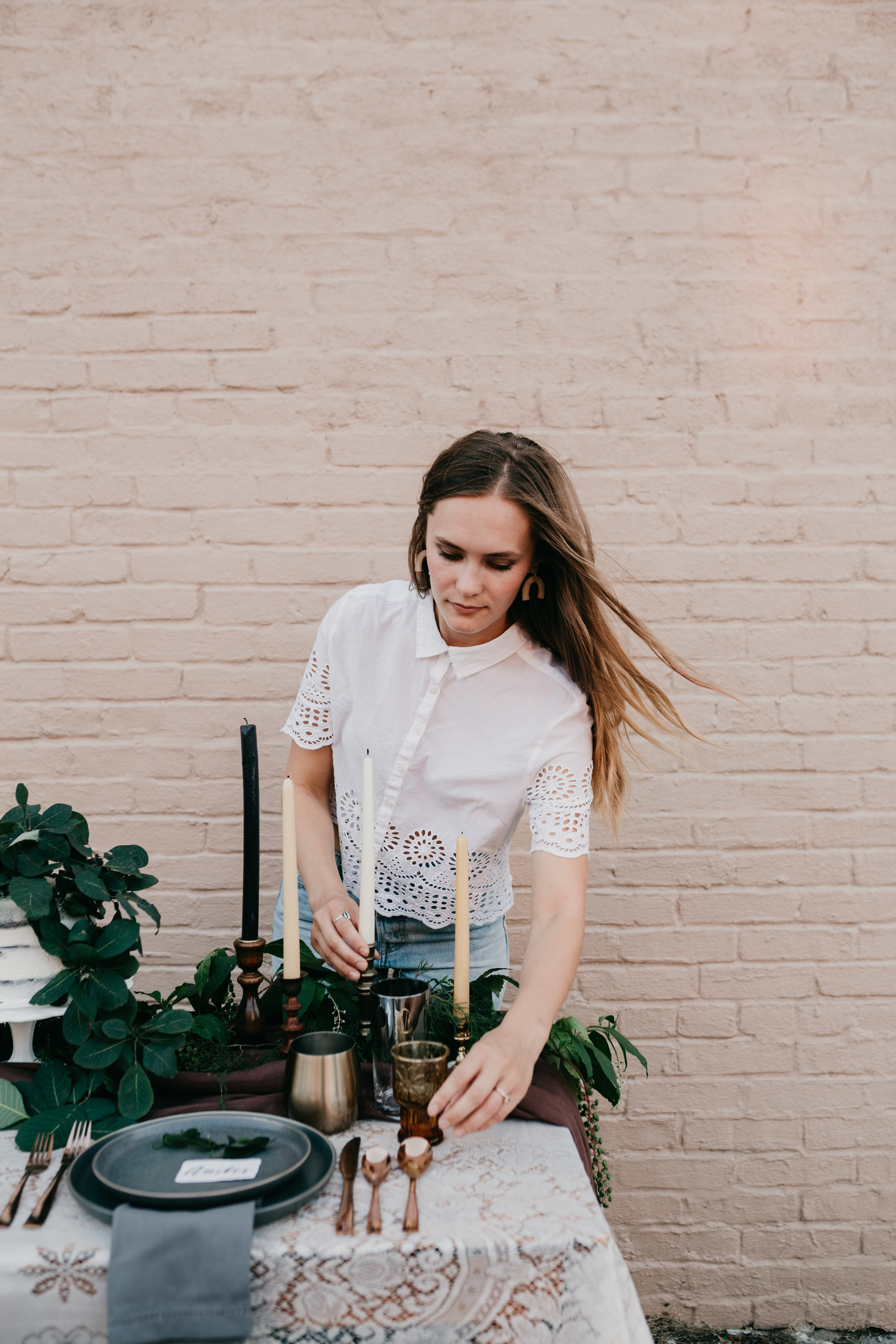 CALLING ALL COUPLES MADLY IN LOVE AND CONSIDERING ELOPING!! Here is your chance to have the elopement of your dreams! | The Perfectly Styled Tablescape by Wildly Collective Photo by Ally J Photography.