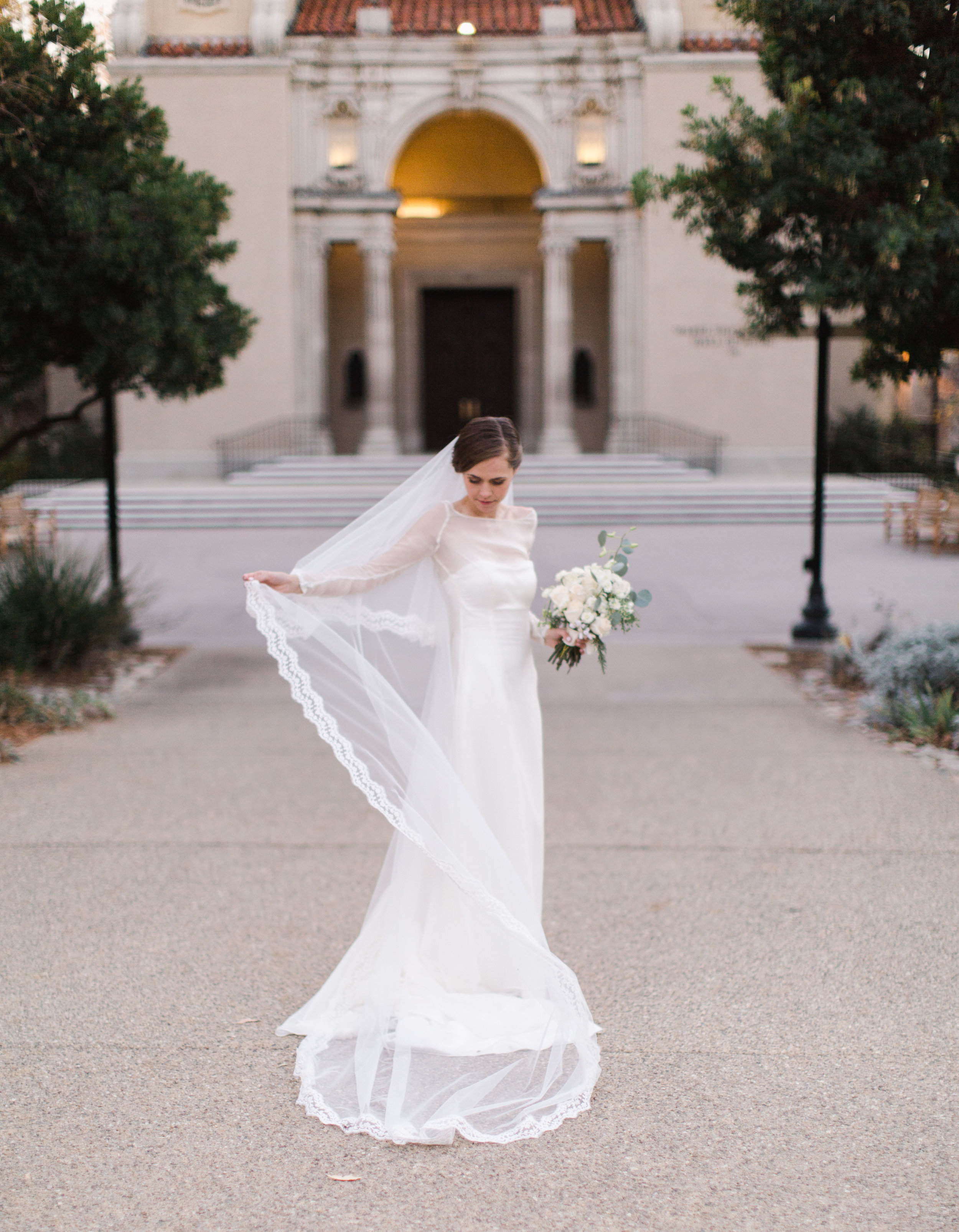 Bridal Looks | Veil Shot | Southern California Romantic Wedding Near Their Home | Unions With Celia | Amy & Darren Photography |