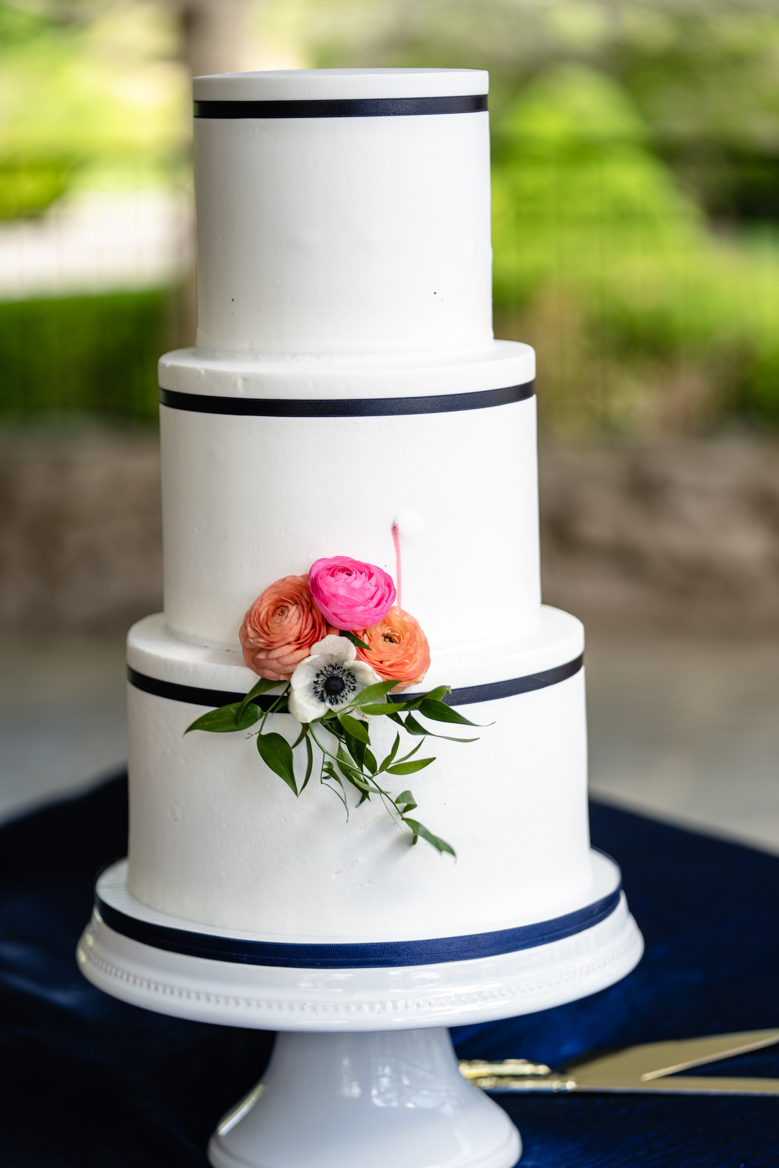 Charity Fent Cake Design in Springfield, Missouri designed this perfect cake for the non-traditional garden party wedding for vintage loving couple, Kennedy and Zach at Haseltine Estate and planned by Unions With Celia.