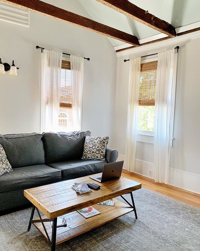 How cute is this Airbnb 😍 I'm in Charleston for the next few days celebrating a friends bachelorette!⠀ ⠀⠀⠀⠀⠀⠀⠀⠀⠀⠀ Had a few works things left to do, but now I'm golden🙌 I've always wanted to visit Charleston so I can't wait to go explore 😍⠀ ⠀⠀⠀⠀⠀⠀⠀⠀⠀⠀ Got any plans for the long weekend? ⠀ ⠀⠀⠀⠀⠀⠀⠀⠀⠀⠀ ⠀⠀⠀⠀⠀⠀⠀⠀⠀⠀ ⠀⠀⠀⠀⠀⠀⠀⠀⠀⠀ #supportlocalbusinesses #womenhelpingwomen #businesschicks #tuesdaystogether #sayyestosuccess #womeninspiringwomen #newenglandbusiness #nhbusiness #graphicdesigner #freestockphotos #hersuccess #dreamersandoers #calledtocreate #homebasedbusiness #goalgetter #buildyourtribe #yourownboss #creativebusiness #mycreativecommunity #wearethecreativeeconomy #handsandhustle #savvybusinesswomen #goodvibetribe #therisingtidesociety #girlpreneur #youaremagic #smallbusinesslife