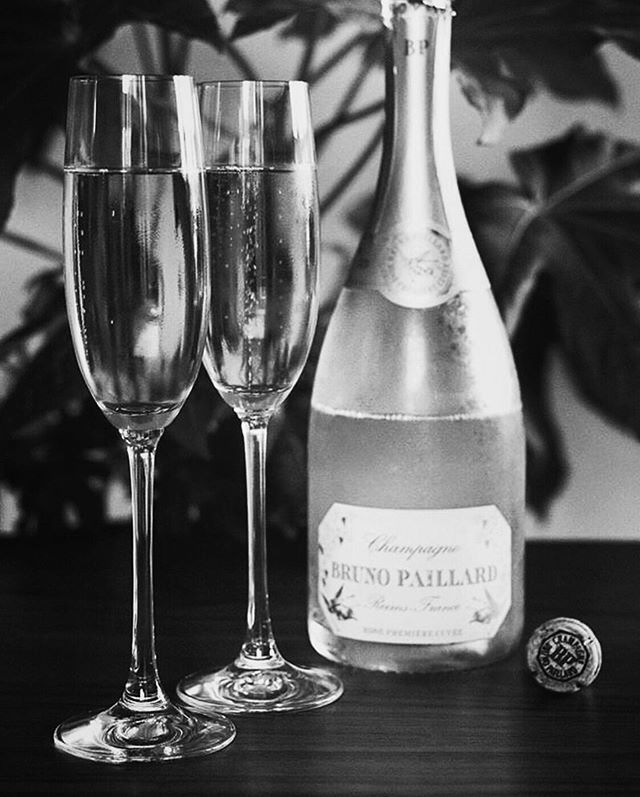 Fridays call for champagne! 🥂🍾✨ ⠀⠀⠀⠀⠀⠀⠀⠀⠀ ⠀ Brand: @champagnebrunopaillard⠀ Distributor: @worldwineestates