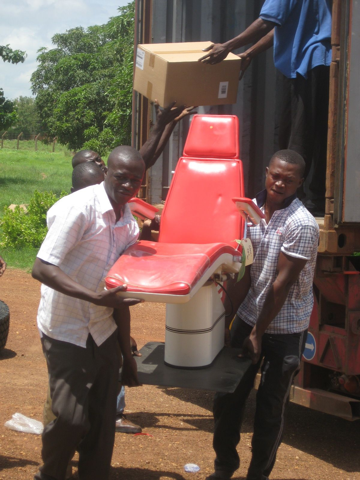 Unloading Dental Chair - Lawra District Hospital - 2010.jpg