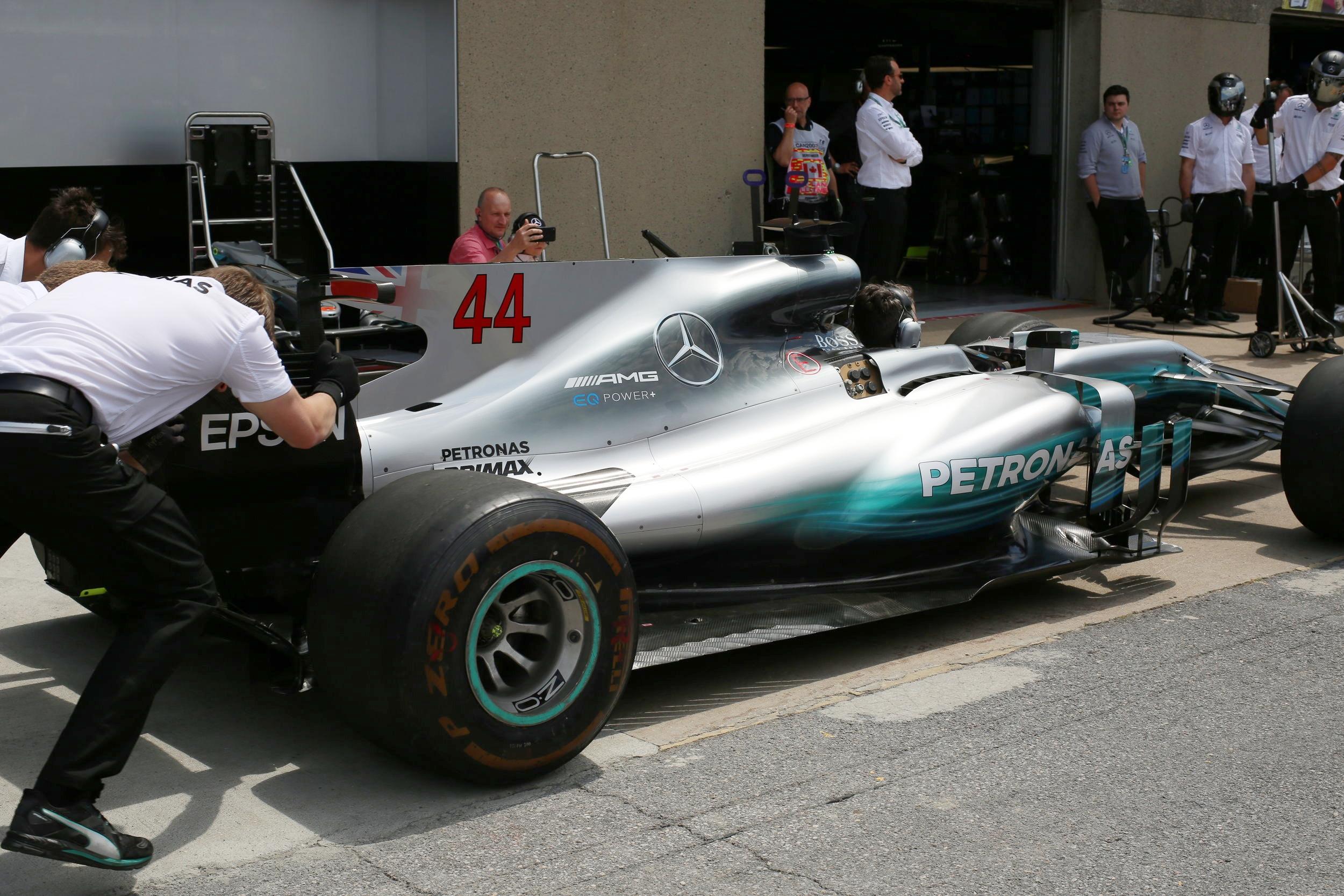 Lewis Hamilton 駕駛的 Mercedes 「銀箭」
