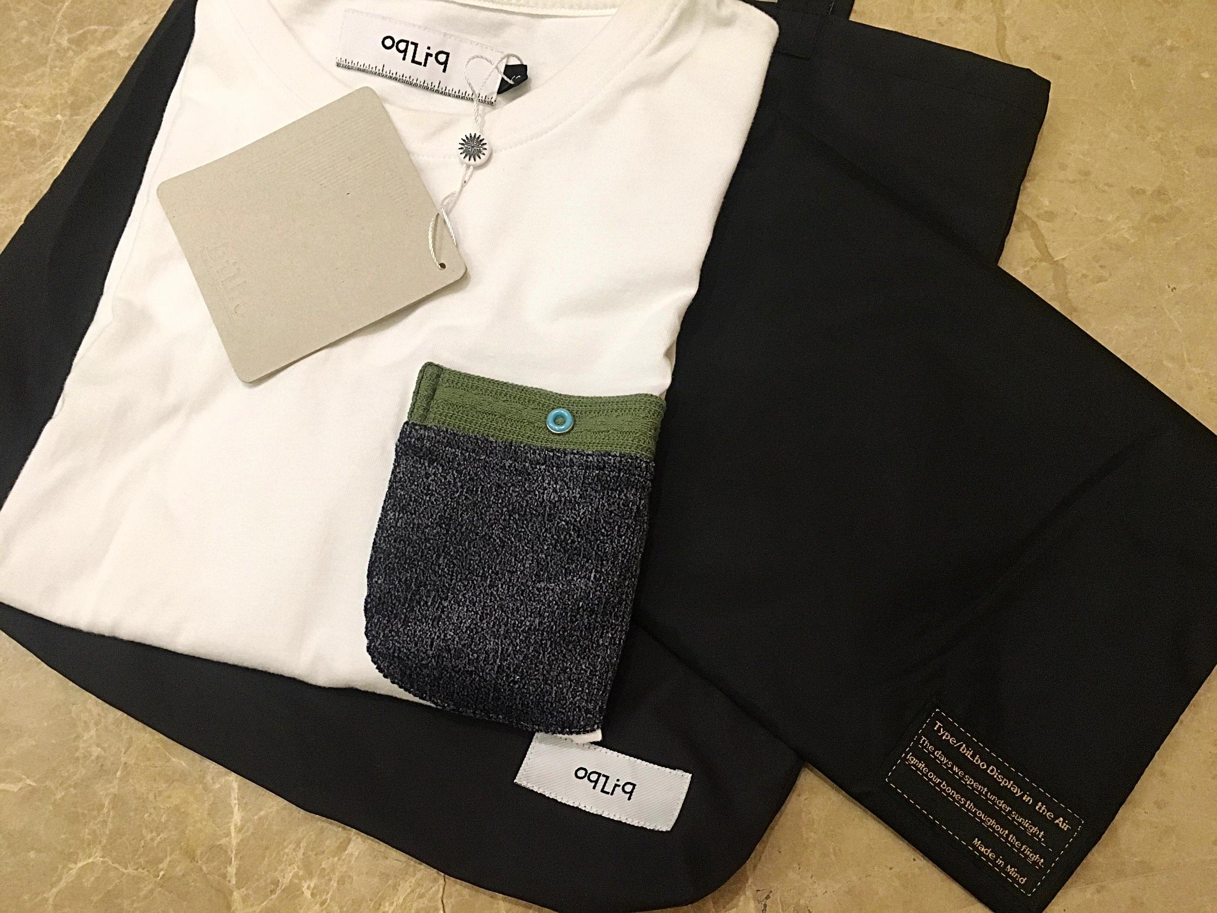 一千塊的衣服,包裝竟然有防水背袋+防塵套。 老闆這樣做生意是合理的嗎...難怪說台灣品牌難做,因為都太求好心切了啊!