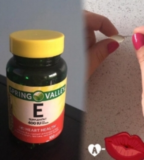Why vitamin E? *helps stubborn scars and stretch marks *helps eczema and psoriasis or just extremely dry skin *use for soft and supple lips *fight signs of aging like fine lines *helps heal sunburns