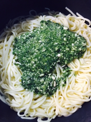 Mixing pesto into cooked pasta