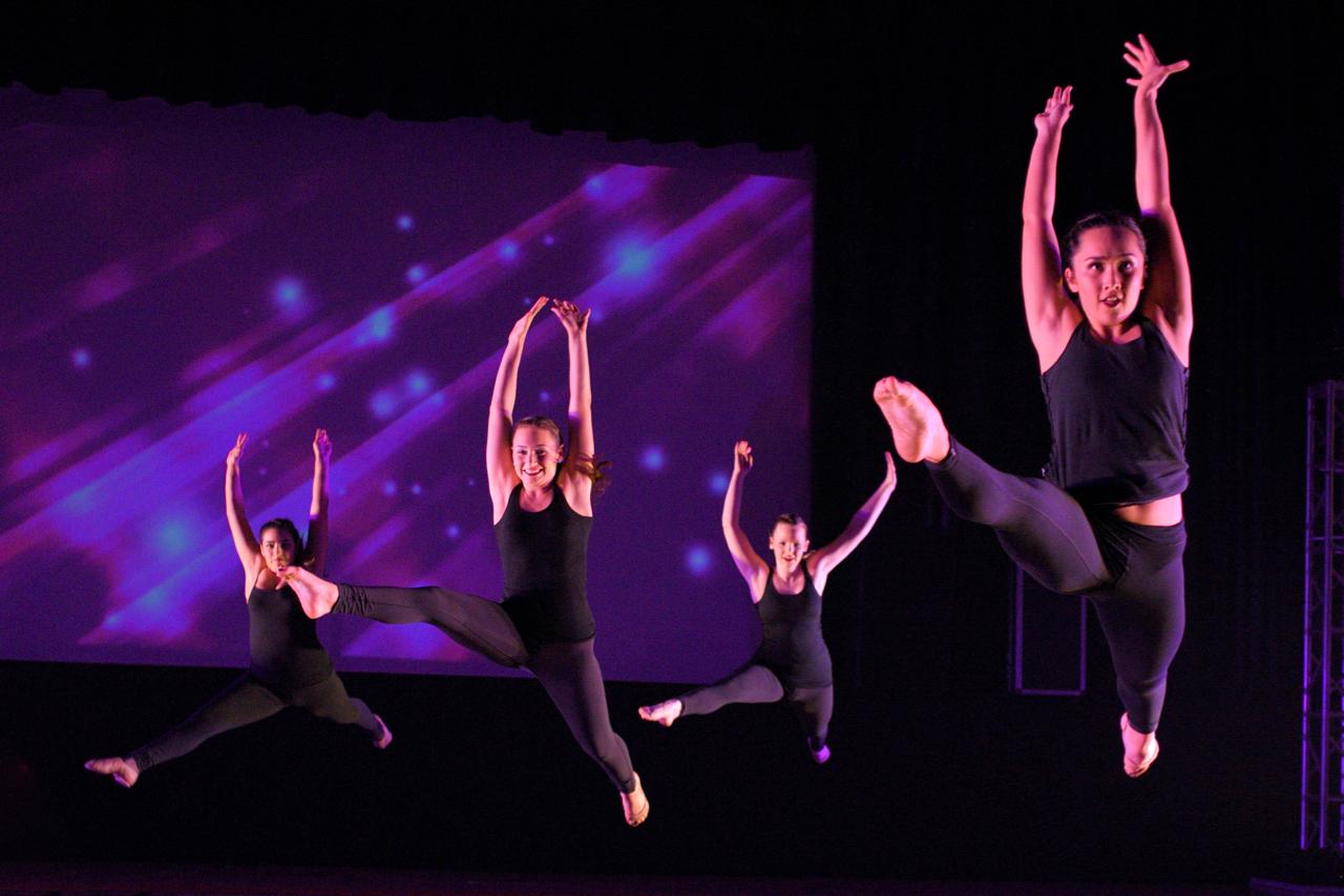 "American Girlz. La Reina High School & Middle School Dance Showcase. ""Burnin' Up"""