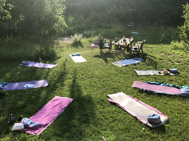 outdoor_yoga_horiz2.jpg