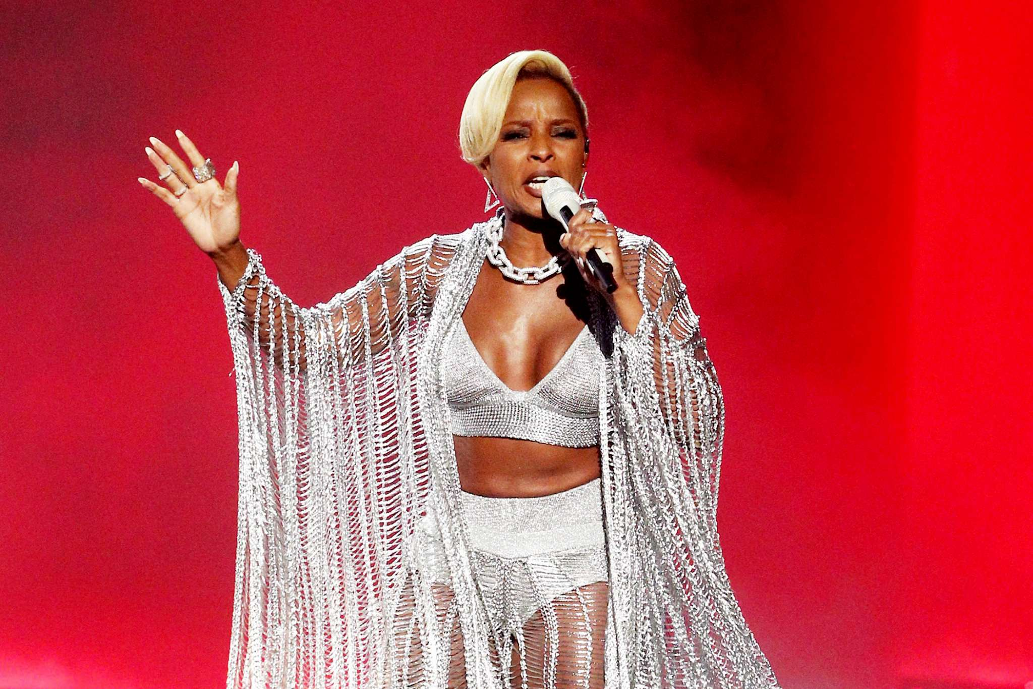 Mary-J-Blige-Received-Icon-Of-The-Year-Award-2.jpg