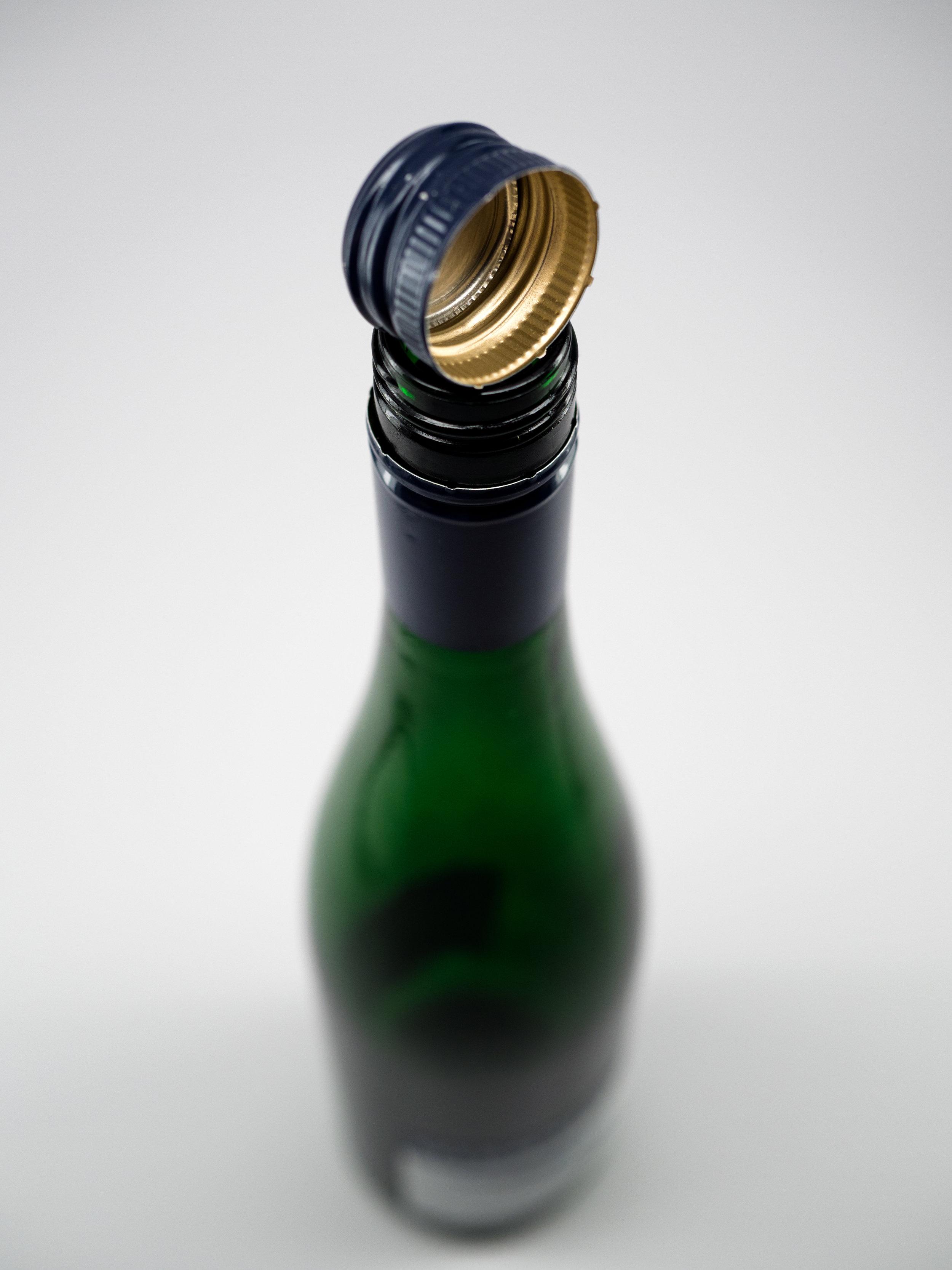 Musings by the Glass - Cork vs Screw Cap - Screw Cap and Bottle
