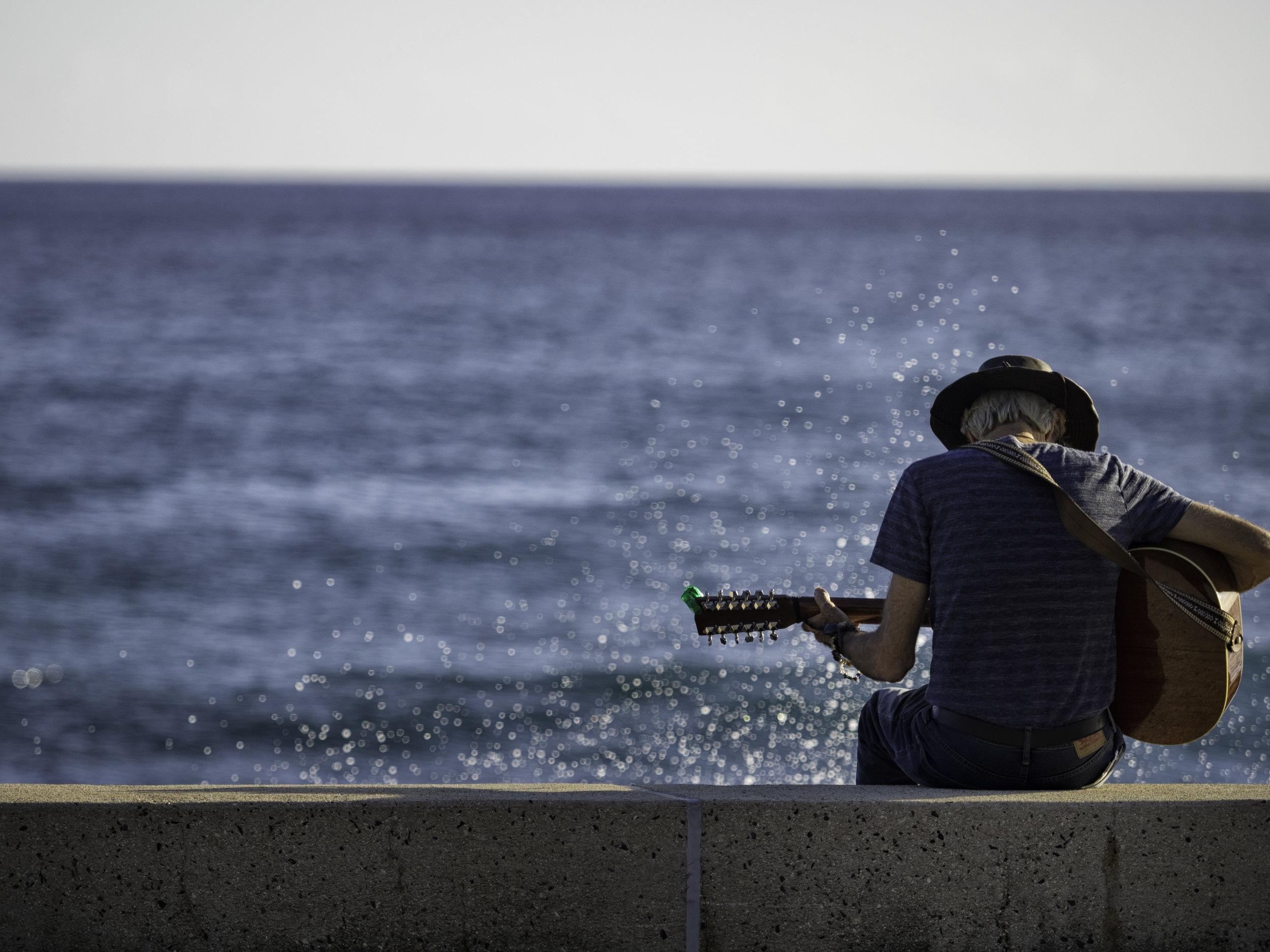 Musings by the Glass - Mele Kalikimaka - Hawaiian Christmas Music and Wine Pairings - Slack Key by the Sea