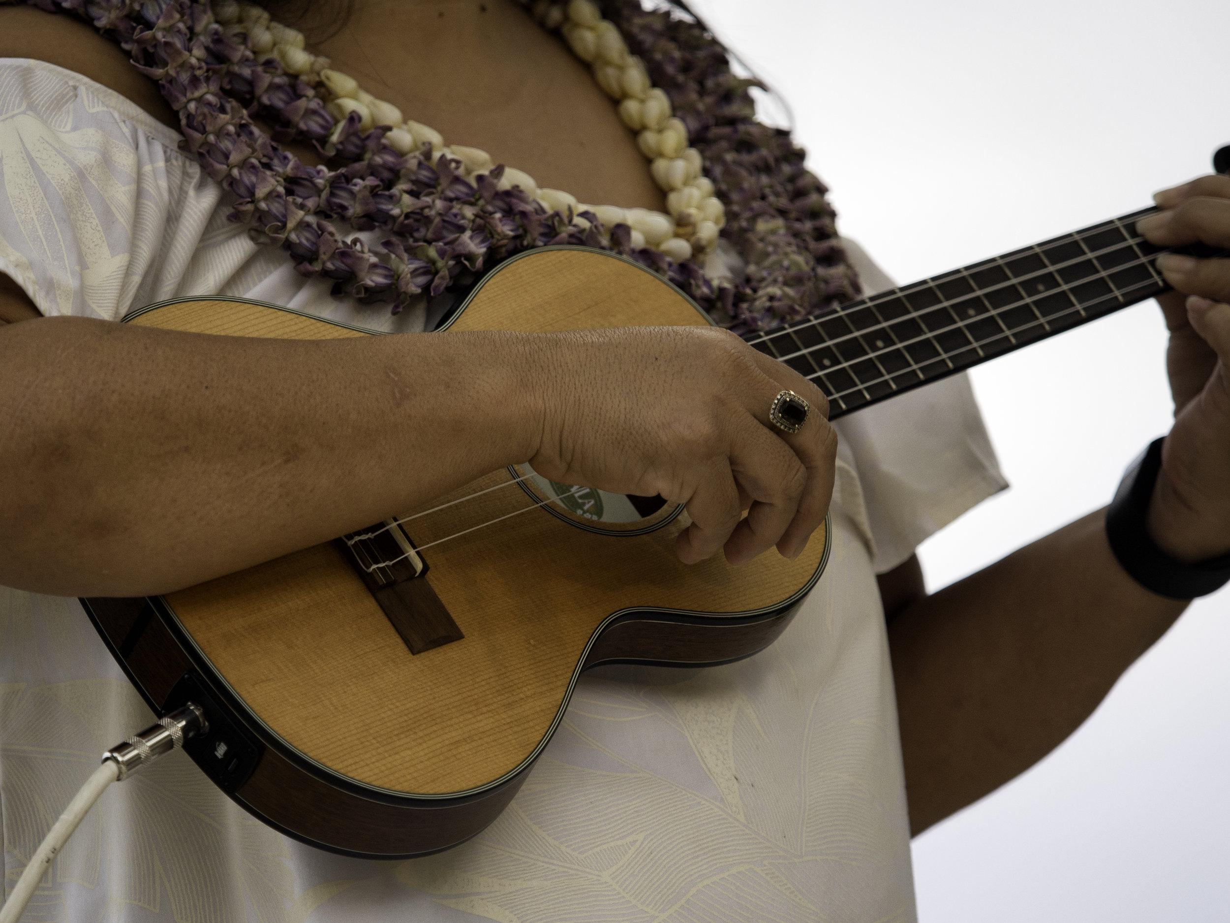 Musings by the Glass - Mele Kalikimaka - Hawaiian Christmas Music and Wine Pairings - Ukulele