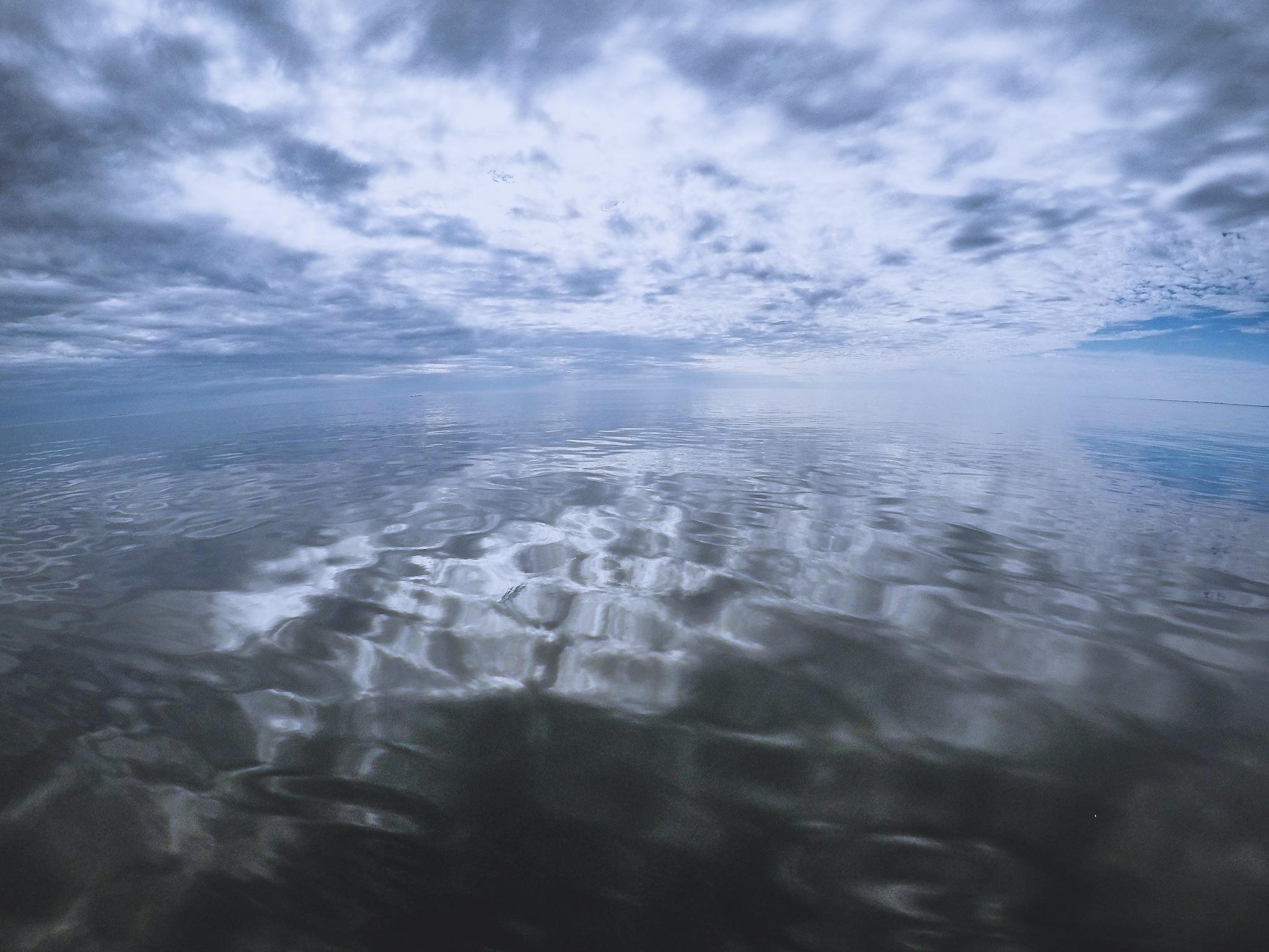 Horisontista on vaikea erottaa missä meri loppuu ja taivas alkaa!